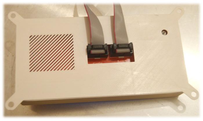 Widok tyłu wydrukowanej obudowy do wyświetlacza LCD z 2004 roku przeznaczonego pod moduł drukarki 3W Ramps 1.4