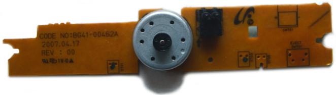 Płytka z silnikiem prądu stałego napędzającego mechanizm wysuwania tacki nagrywarki DVD oraz podwójny przełącznik krańcowy