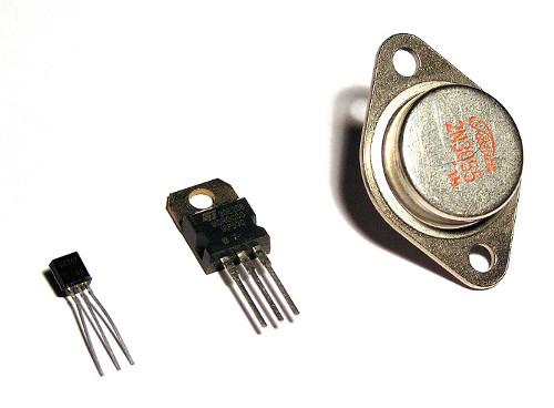 Przykład tranzystorów wykonanych w technologii montażu przewlekanego