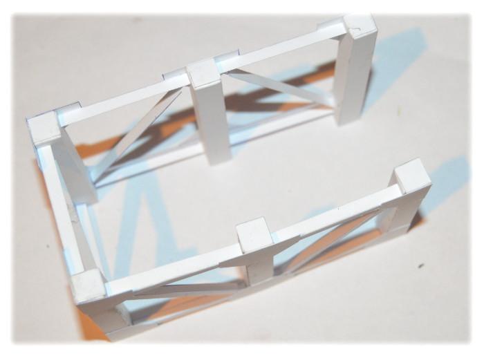 Model wiaty - połączenie bocznych kratownic w całość