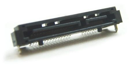 Wylutowane złącze SATA z płytki elektronicznej nagrywarki DVD